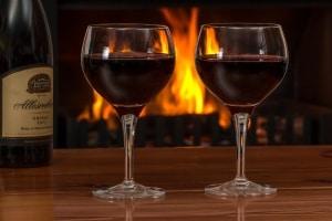 Flasche Wein öffnen und Korken ziehen