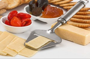 Käsehobel zum Käse schneiden