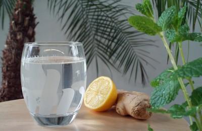 Ingwerwasser mit Zitrone