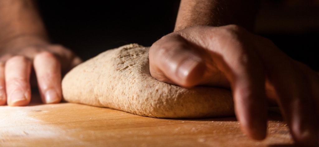 Baguettebackform Teig kneten