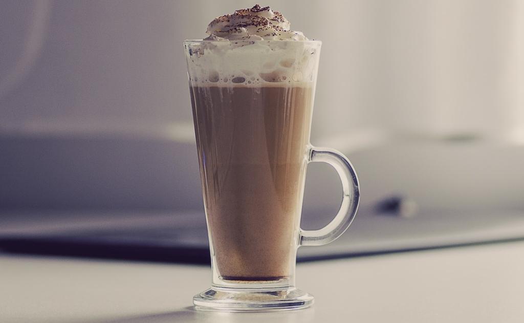 Kaffeehaube mit Sahnesyphon